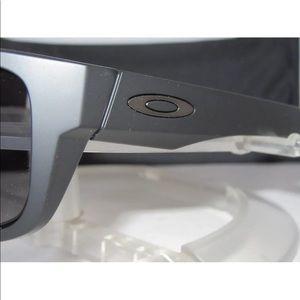 7ff768b7781 Oakley Accessories - NEW OAKLEY DROP POINT OO9367-0160 Matte Black Grey
